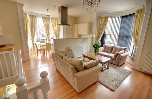 Last Minute Cottages - Cosy Whitby Apartment S10981