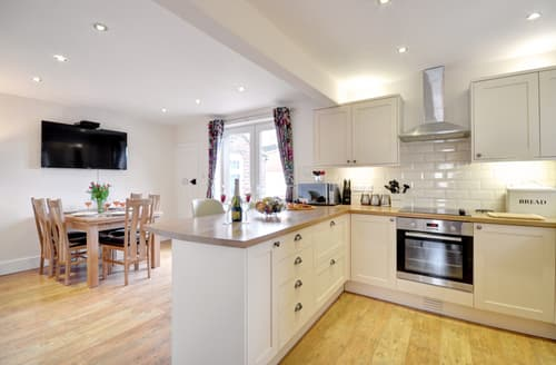 Last Minute Cottages - Wonderful Whitby Lodge S93645