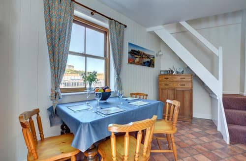 Dog Friendly Cottages - Captivating Whitby Rental S11028