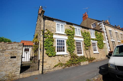Last Minute Cottages - Cosy Thornton Le Dale Rental S11000