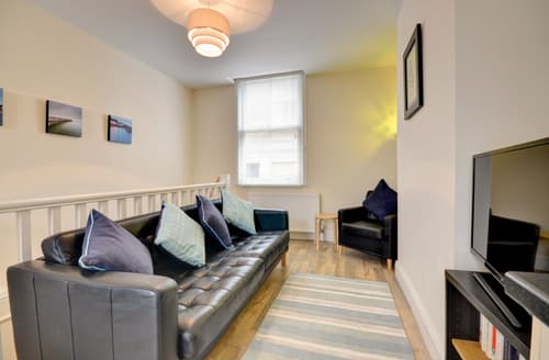 Last Minute Cottages - Quaint Whitby Apartment S83384