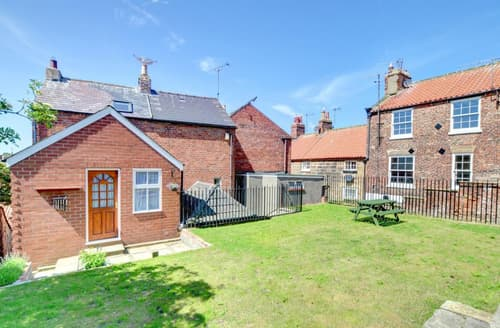 Last Minute Cottages - Wonderful Whitby Rental S11055