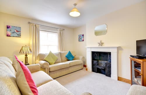 Last Minute Cottages - Lovely Whitby Apartment S84083