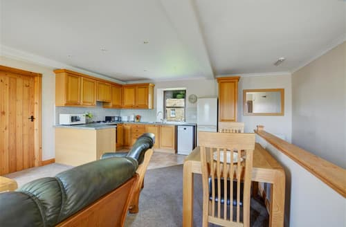 Last Minute Cottages - Inviting Cowling Apartment S10859