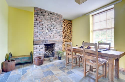 Big Cottages - Cosy Croston Cottage S44258