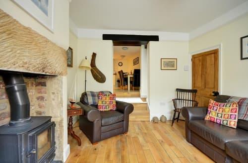 Last Minute Cottages - Charming Robin Hood's Bay Rental S10968