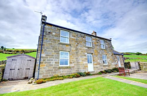 Last Minute Cottages - Cosy Whitby Rental S11098