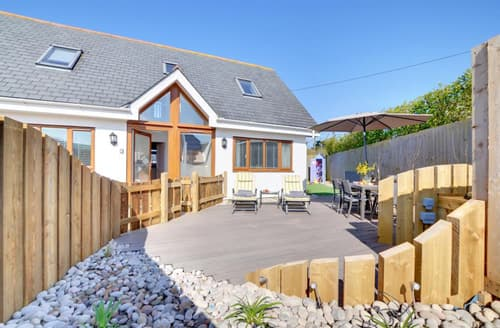 Last Minute Cottages - Longfield Beach House