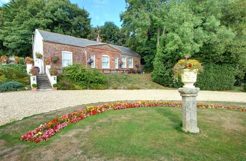 Last Minute Cottages - Upcott Cottage
