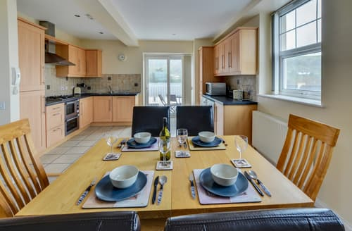Last Minute Cottages - Delightful Combe Martin Apartment S13468
