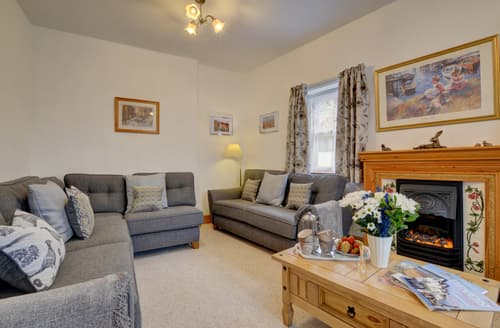 Last Minute Cottages - Cosy Lynton Cottage S101623