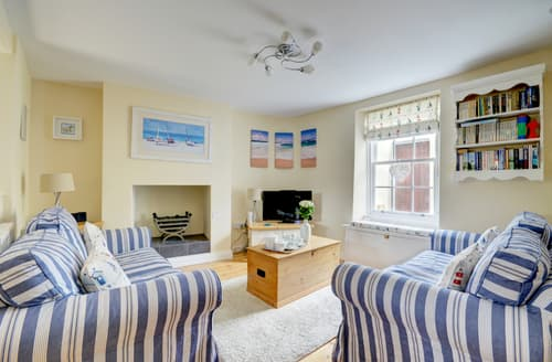 Last Minute Cottages - Cosy Appledore Rental S12085