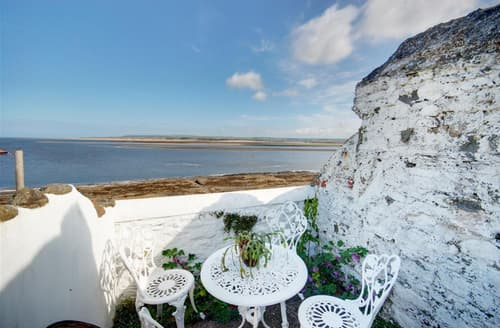 Last Minute Cottages - Waterside Cottage