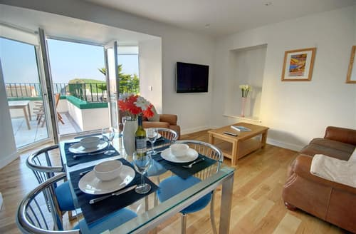 Last Minute Cottages - Tasteful Ilfracombe Apartment S12281