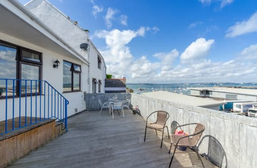 Last Minute Cottages - Ocean View Apartment