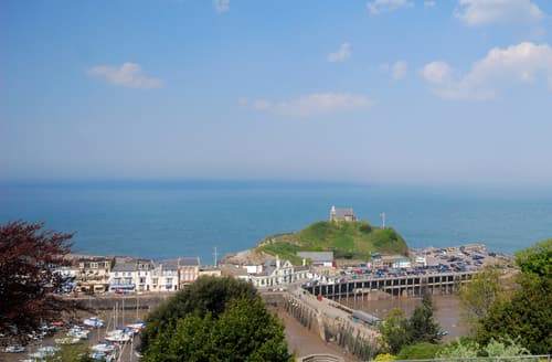 Last Minute Cottages - Luxury Ilfracombe Apartment S12339