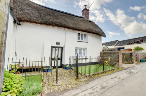 Last Minute Cottages - Splendid Dolton Cottage S81499