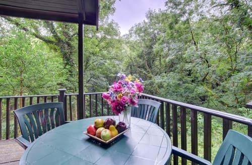 Last Minute Cottages - Riverside Hideaway
