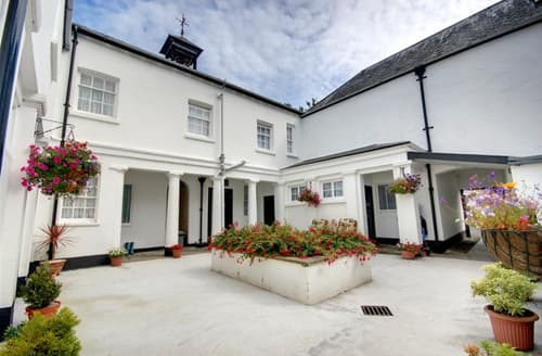 Last Minute Cottages - Lovely Barnstaple Apartment S12090