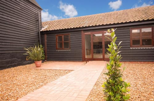 Last Minute Cottages - Quaint Beccles Rental S10204