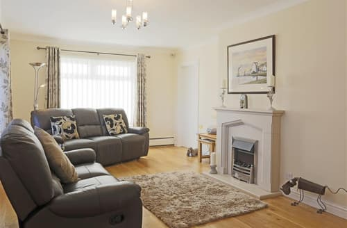 Last Minute Cottages - Charming Benhall Cottage S75616