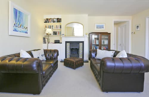 Last Minute Cottages - Quaint Aldeburgh Apartment S9916