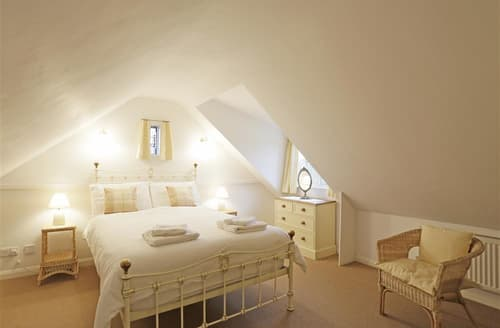 Last Minute Cottages - The Old Church Room