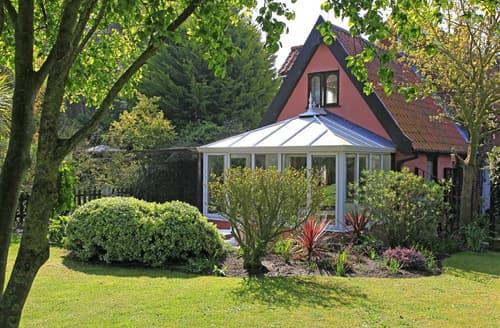 Last Minute Cottages - Cosy Frostenden Rental S26257