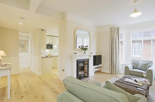 Last Minute Cottages - Delightful Southwold Apartment S71442