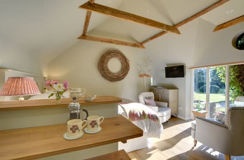 Last Minute Cottages - Superb Hamstreet Apartment S122698