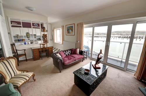 Last Minute Cottages - Wonderful Swanage Apartment S11496