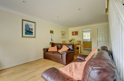 Last Minute Cottages - Quaint Charmouth Cottage S85003