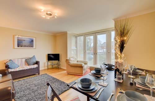 Last Minute Cottages - Captivating Weymouth Apartment S94149