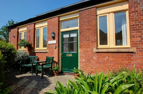 Last Minute Cottages - Tasteful  Lodge S26450