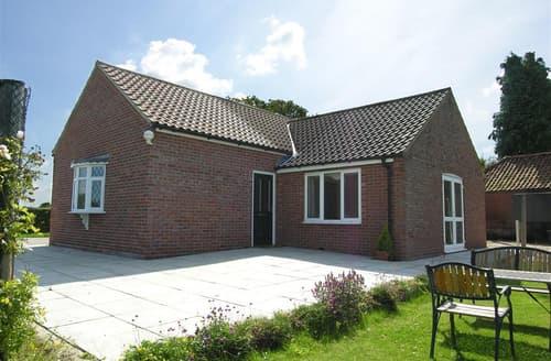 Last Minute Cottages - Quaint Caswell Apartment S102592