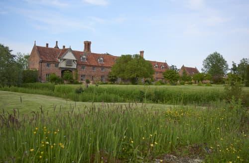 Last Minute Cottages - Hales Hall