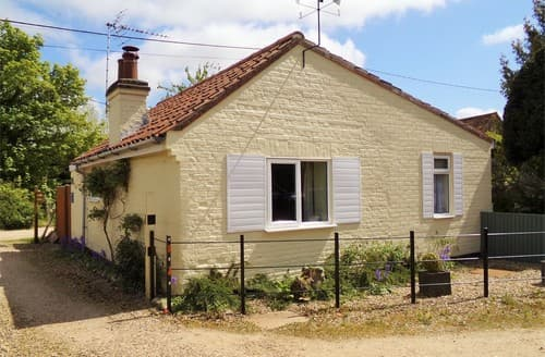 Last Minute Cottages - Excellent Gresham Cottage S114495