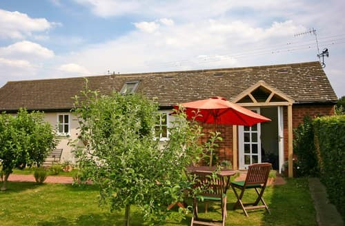 Last Minute Cottages - Excellent Admington Cottage S77310