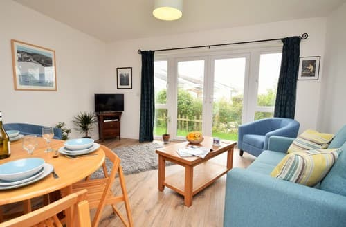 Dog Friendly Cottages - Captivating Padstow Bungalow S82905
