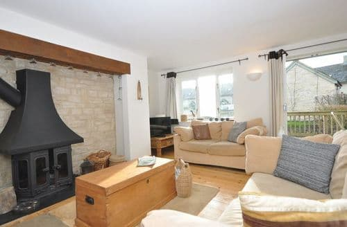 Last Minute Cottages - Cosy Cirencester Cottage S44308