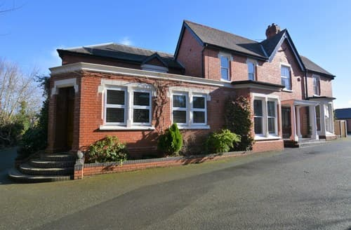 Last Minute Cottages - Lovely Oswestry Apartment S94025