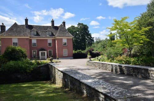 Last Minute Cottages - Luxury Brecon House S50221