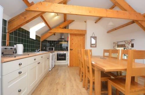 Last Minute Cottages - Exquisite Pembroke Barn S57406