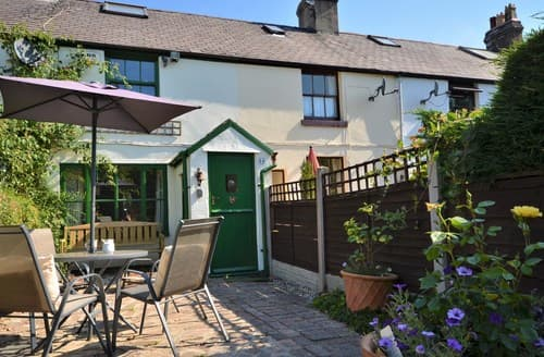 Last Minute Cottages - Adorable Mold Cottage S95000