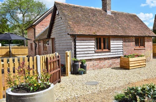 Last Minute Cottages - Inviting Romsey Barn S75196