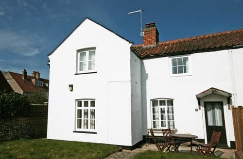 Last Minute Cottages - Cosy Mundesley Cottage S114510