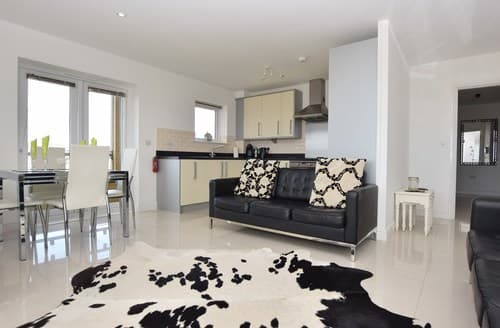 Last Minute Cottages - Tasteful Llanelli Apartment S37460