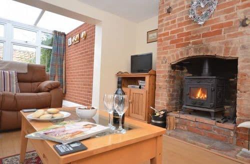 Last Minute Cottages - Luxury Norwich Cottage S7601