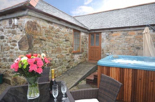 Last Minute Cottages - Lovely Hayle Barn S7893