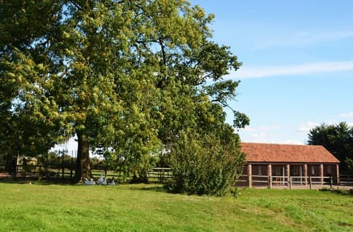 Last Minute Cottages - Cosy Chepstow Barn S7528